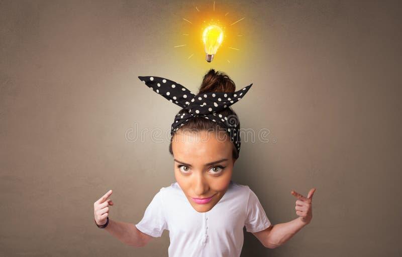 Grande testa sul piccolo ente con il nuovo concetto di idea fotografia stock libera da diritti