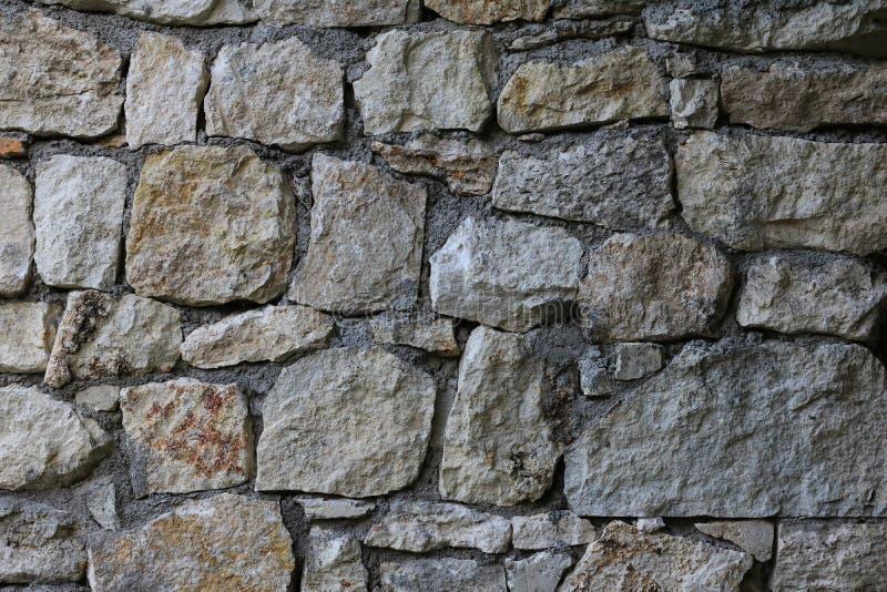 Grande texture sans couture naturelle approximative de mur en pierre pour le fond de conception photographie stock