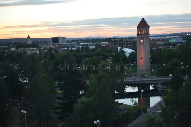 Grande torre di orologio nordica al crepuscolo a Spokane fotografia stock libera da diritti