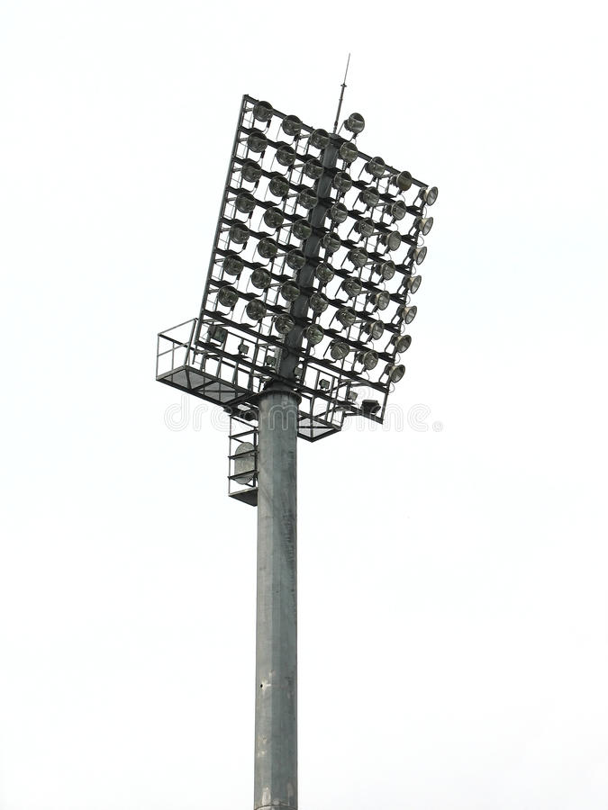 Grande torretta di illuminazione dei riflettori ad uno stadio fotografia stock