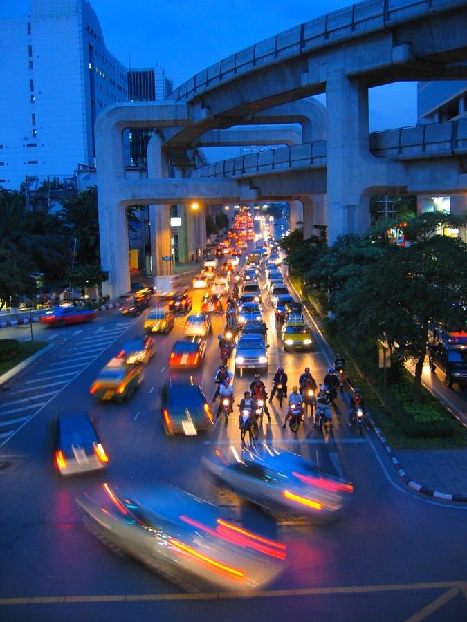 Grande traffico di notte della città fotografia stock libera da diritti