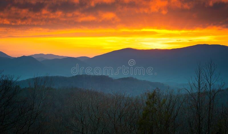 Grande tramonto della sosta nazionale delle montagne fumose immagine stock libera da diritti