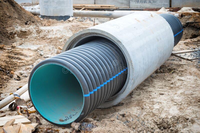Grande tubo o tubo per la fogna dell'acqua fotografia stock