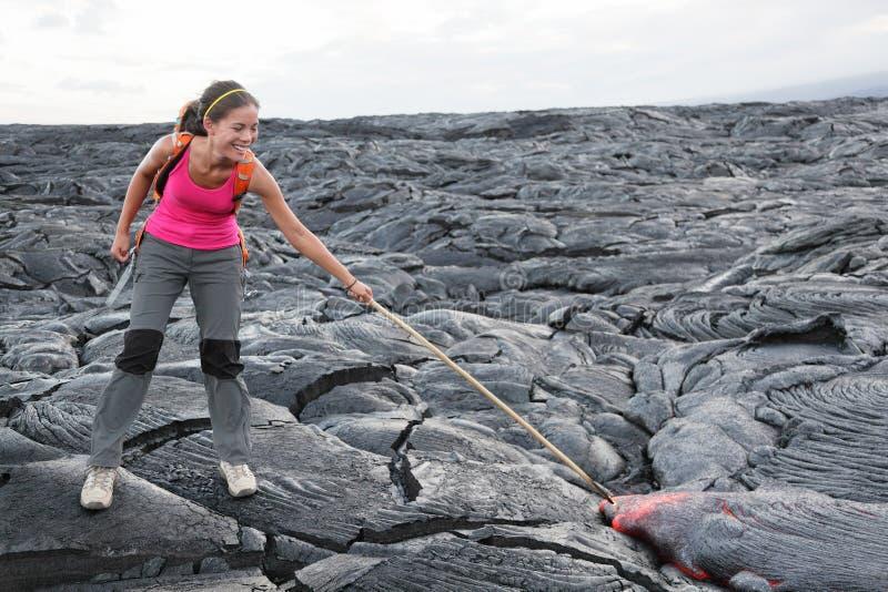 Grande turista della lava dell'isola dell'Hawai sul vulcano fotografie stock libere da diritti