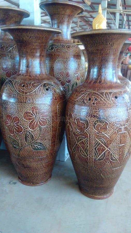 Grande vaso casalingo in campagna immagini stock