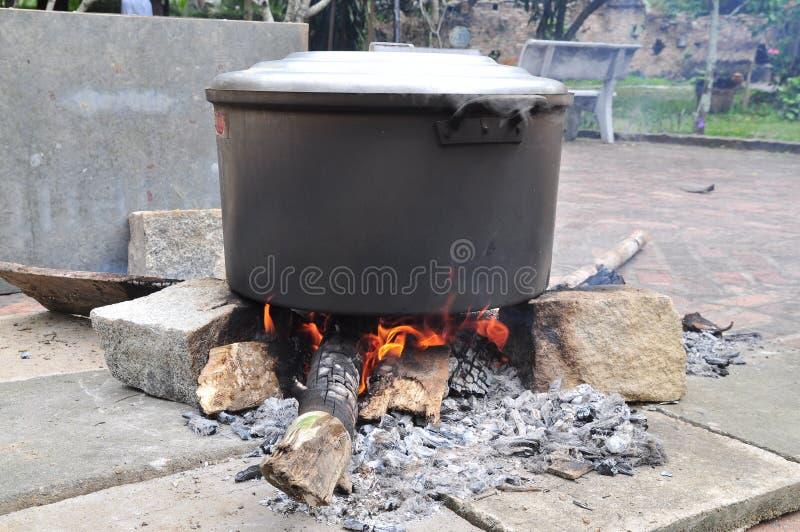 Grande vaso di stufato del dolce del dolce di Chung o di riso di vietnamita nel lunare fotografia stock libera da diritti