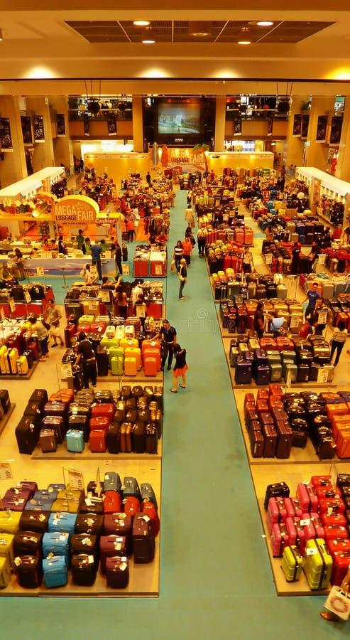Grande venda de Singapura de sacos da bagagem imagem de stock