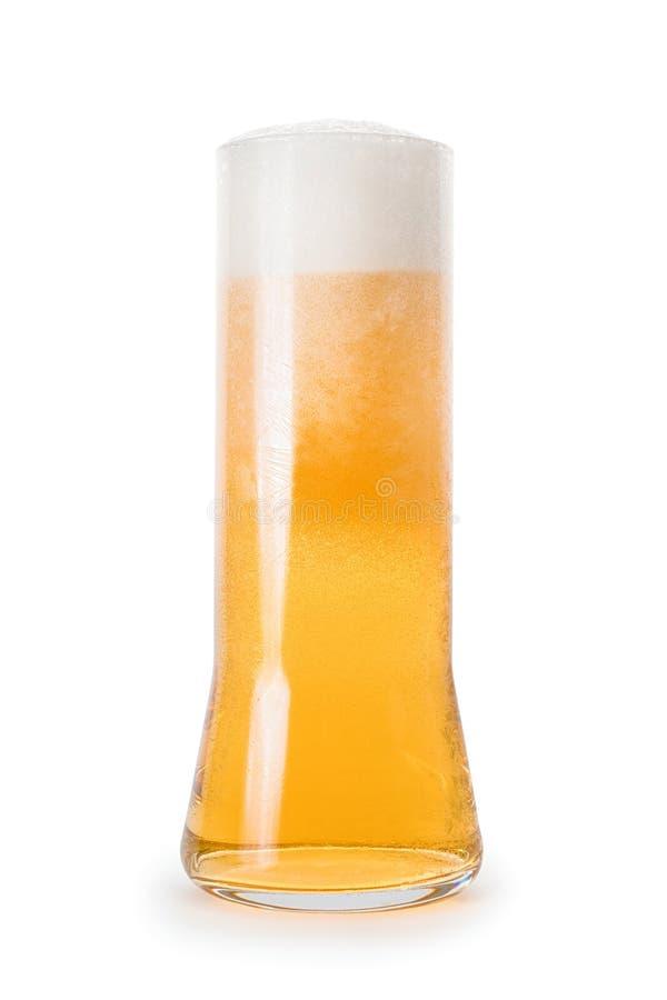 Grande vetro glassato di birra isolato con il percorso di ritaglio fotografia stock libera da diritti