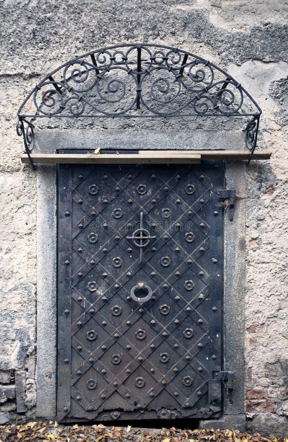 grande vieille porte m tallique porte historique de maison. Black Bedroom Furniture Sets. Home Design Ideas