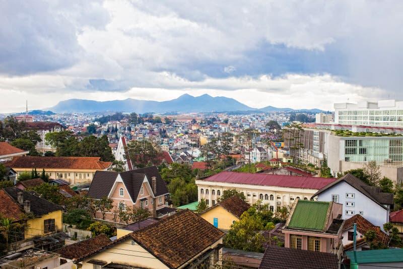 Grande vista do hotel famoso da casa louca do cimento de Hang Nga em Dalat, Vietname imagem de stock royalty free