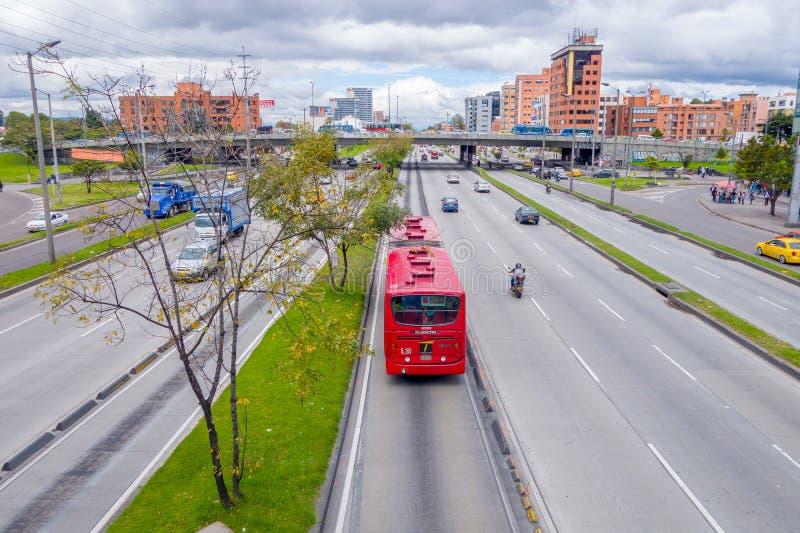A grande vista geral disparou do vermelho portraing da estrada principal imagem de stock