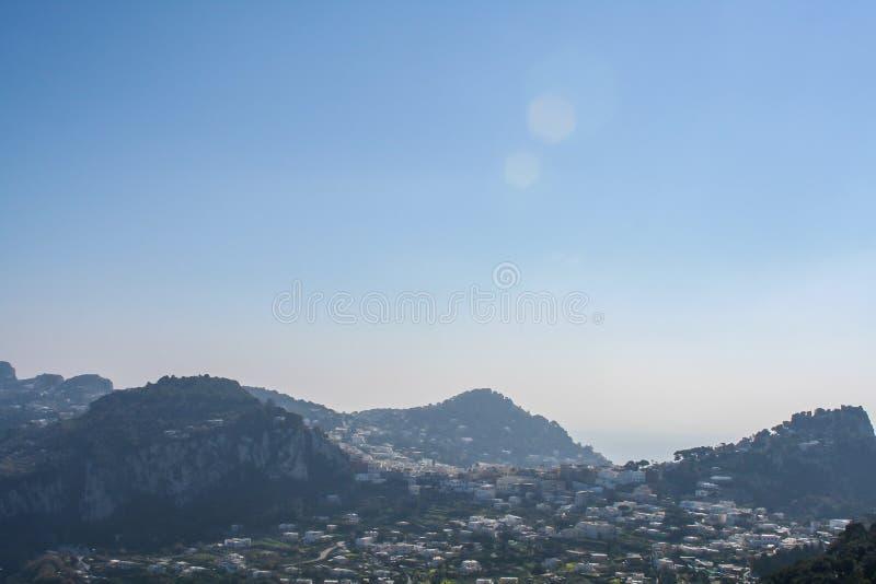 Grande vista sopra la montagna di Capri fotografia stock