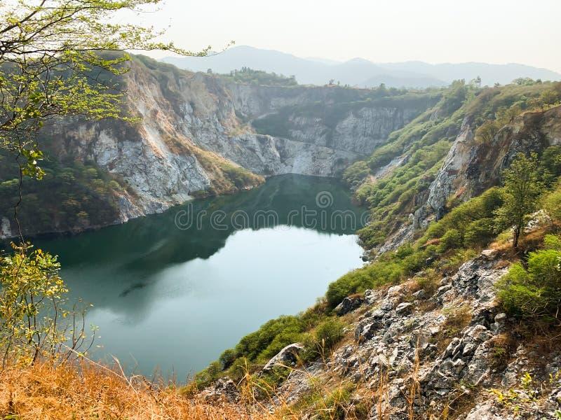 Grande vue de paysage d'étang image stock