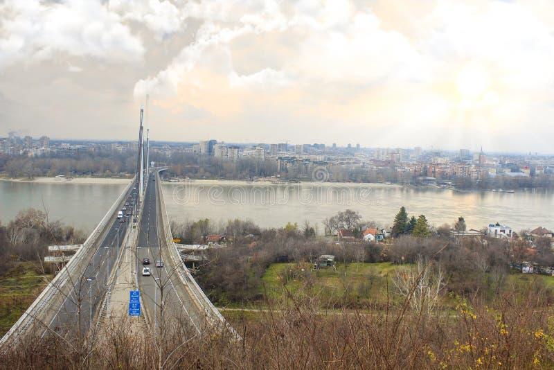 Grande vue du ` Novi Sad, Serbie de pont de liberté de ` photos stock