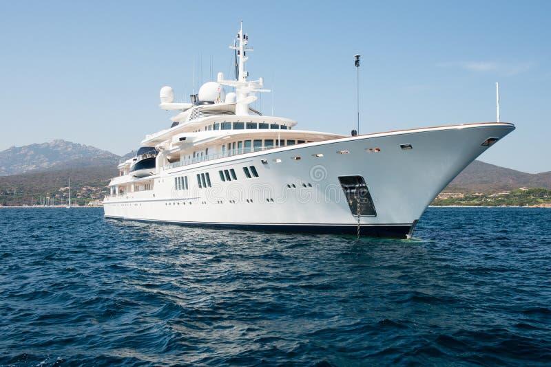 Grande yacht di lusso del motore fotografia stock libera da diritti