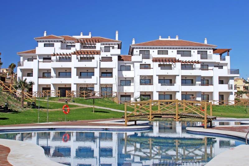 Grandes, apartamentos novos no urbanisation espanhol imagem de stock royalty free