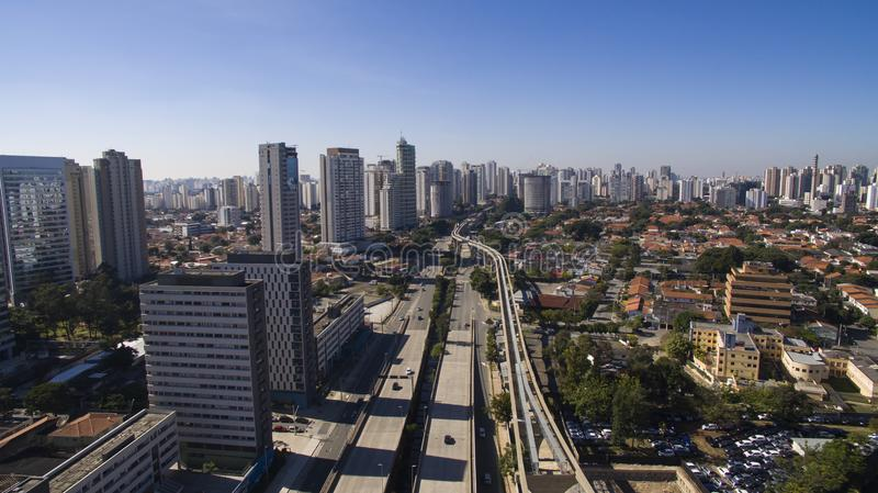 Grandes avenues, journaliste Roberto Marinho, sao Paulo Brazil d'avenue image stock