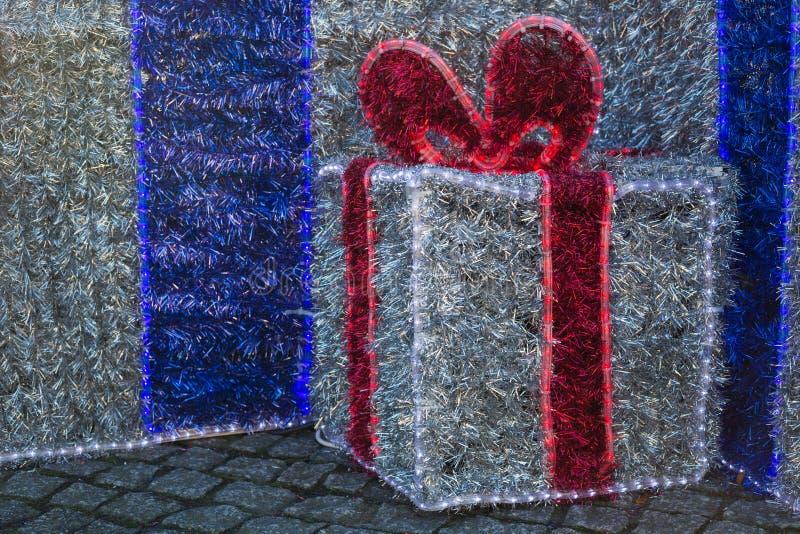 Grandes boîtes qui font le cadeau photographie stock libre de droits