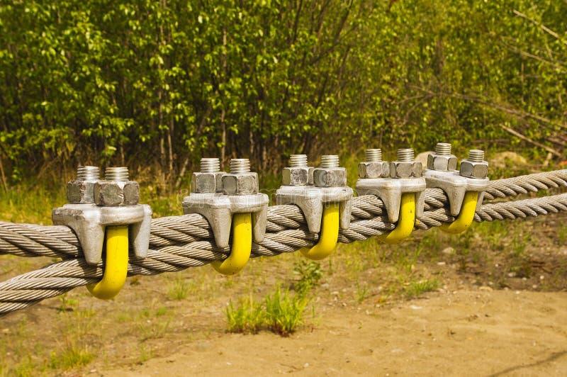 Grandes cabo e braçadeiras galvanizados foto de stock