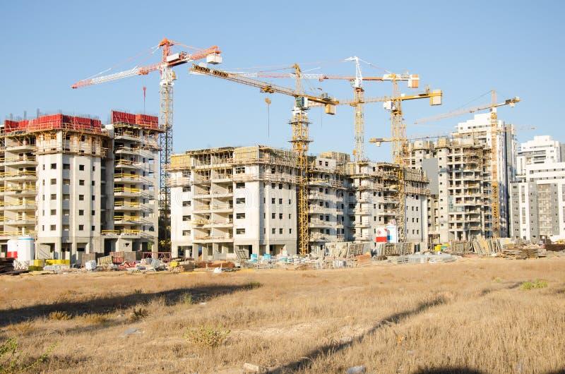 Grandes condomínios residenciais sob a construção fotos de stock royalty free
