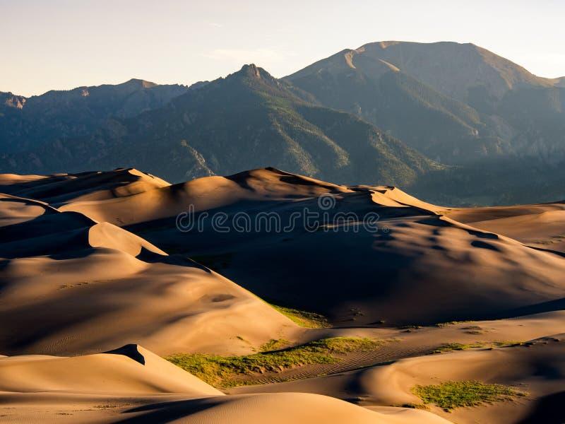 Grandes dunas de areia no nascer do sol foto de stock royalty free