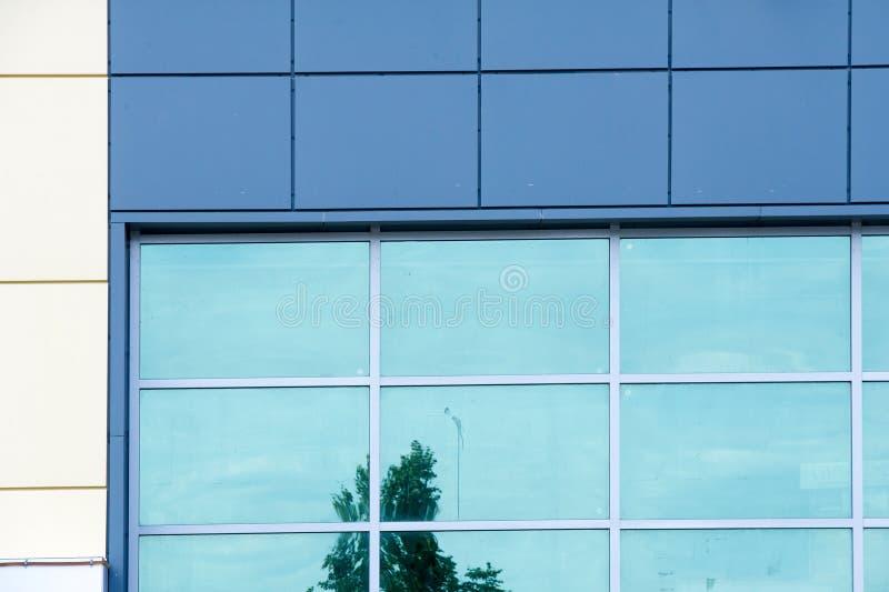 Grandes fenêtres de fenêtres en verre teinté Mur de glace un dur, Britannique photographie stock libre de droits