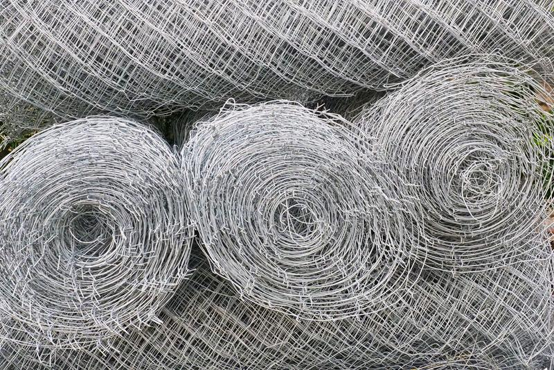 Grandes funciones de alambre o malla de esgrima de acero foto de archivo