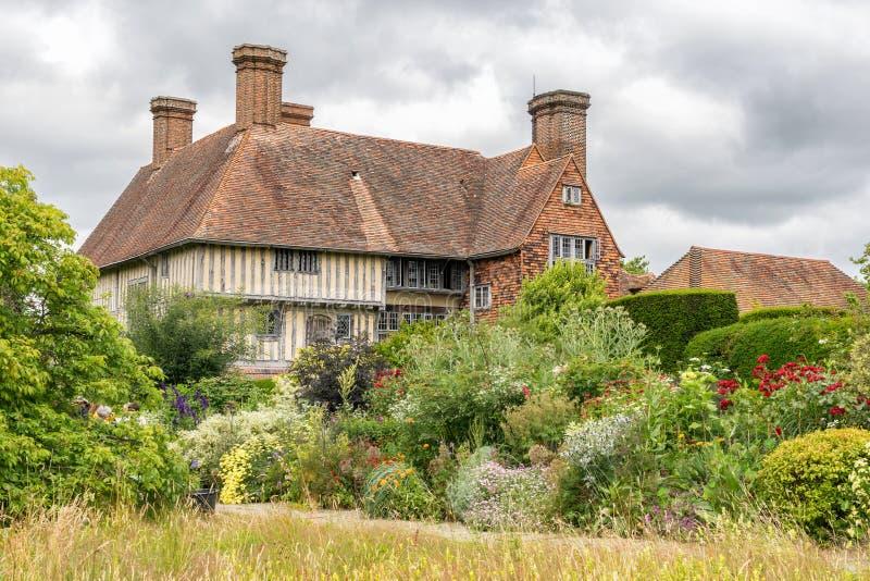 Grandes jardins e berçário da casa de Dixter imagens de stock