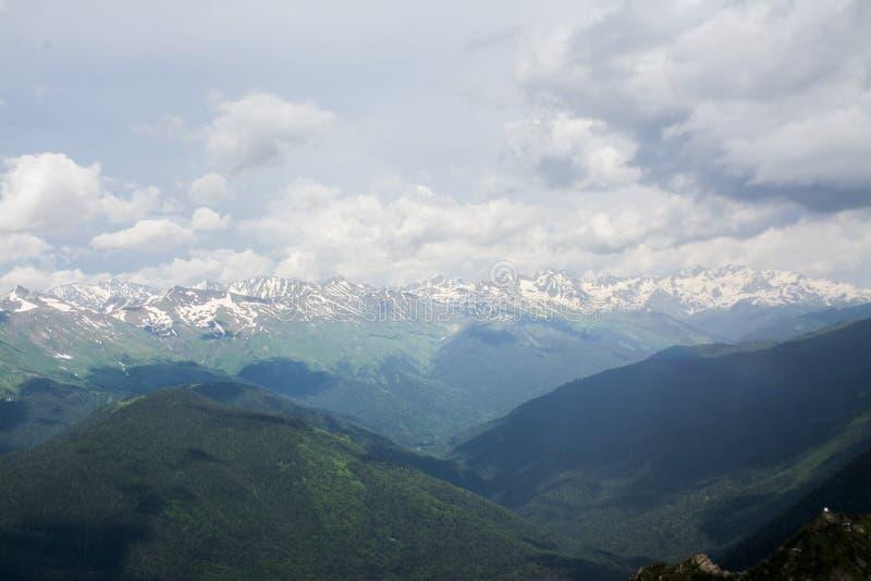 Grandes montañas grandes fotos de archivo libres de regalías