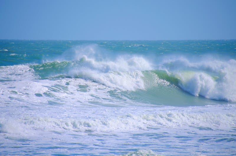 Grandes ondes d'océan de mers agitées photographie stock libre de droits