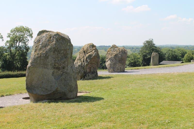 Grandes pedras pelo túmulo da passagem imagens de stock royalty free