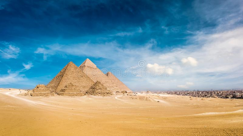 Grandes pirâmides de Giza imagem de stock royalty free