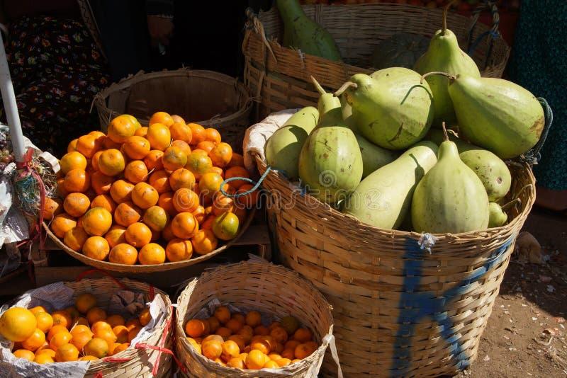 Grandes polpa e laranjas fotos de stock royalty free