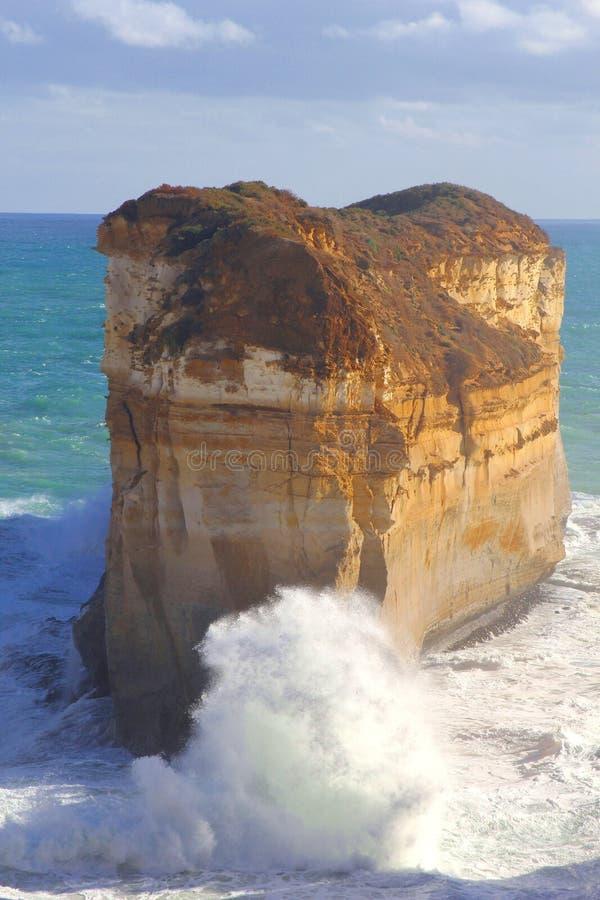 Grandes roche et montée subite le long de la grande route d'océan, Australie photographie stock