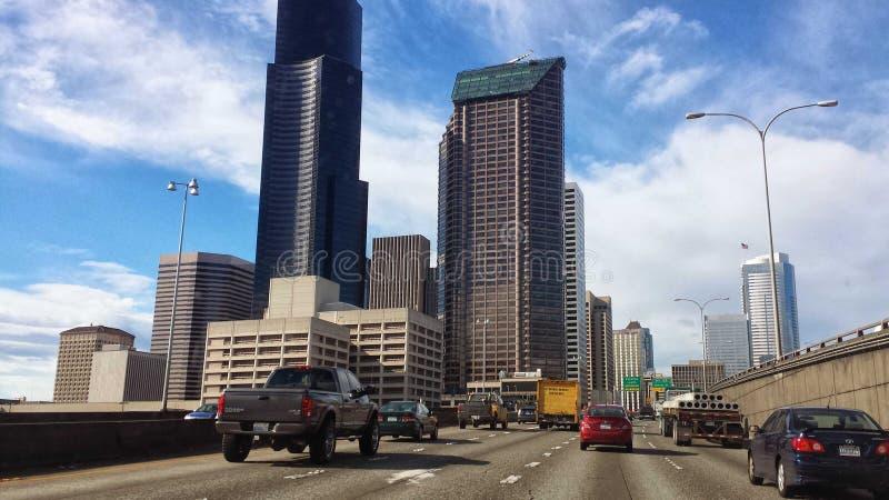 Grandes rues de ville image stock