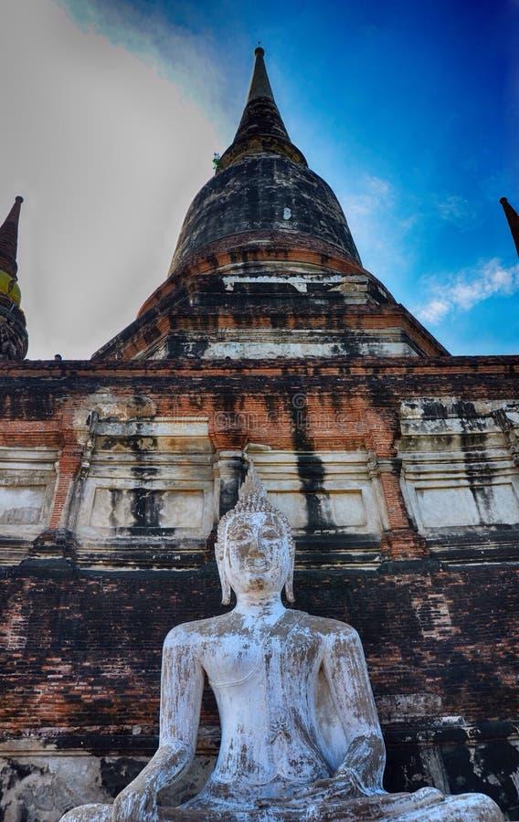 Grandes statue et pagodas de Bouddha photographie stock
