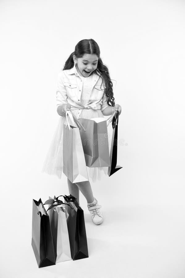 Grandes stratégies à économiser dessus de nouveau aux achats d'école De nouveau à la saison d'école enseignez les fondements de b photographie stock