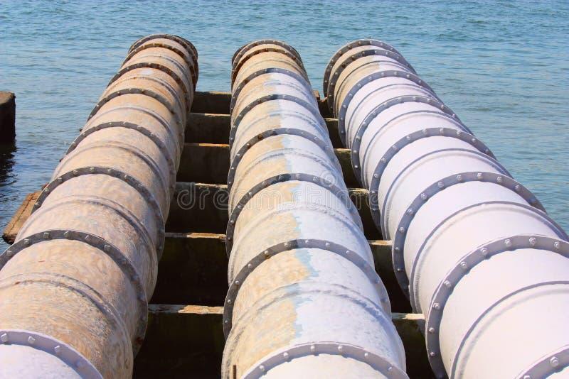 Grandes tubulações da água de esgoto fotos de stock