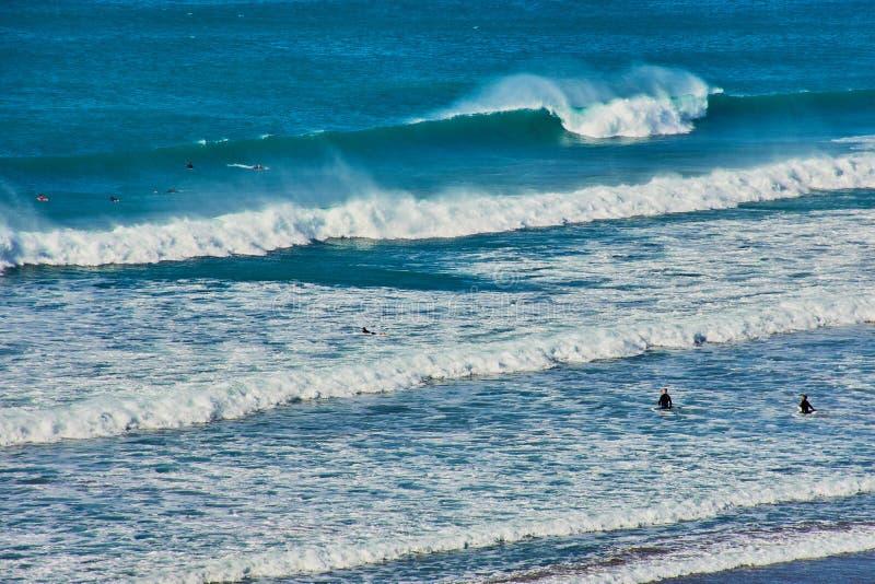 Grandes vagues dans les Cornouailles du nord photo libre de droits