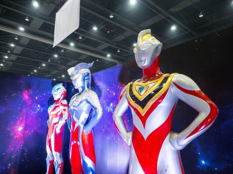 Grandeur nature d'Ultraman Ginga, de Gaïa et de modèle zéro est une série télévisée japonaise produite par des productions de Tsu images stock