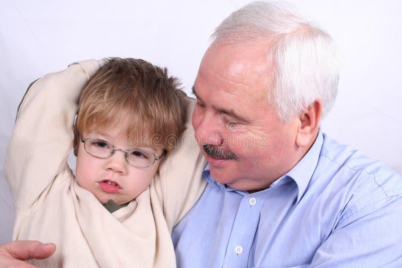 grandfather внук совместно стоковая фотография