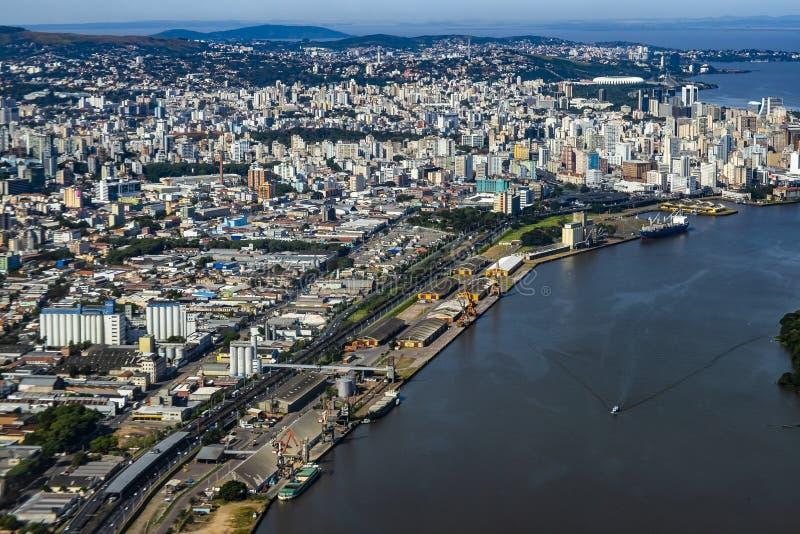 Grandi citt? vedute da sopra La citt? di Porto Alegre dello stato di Rio Grande fa Sul, Brasile immagine stock libera da diritti