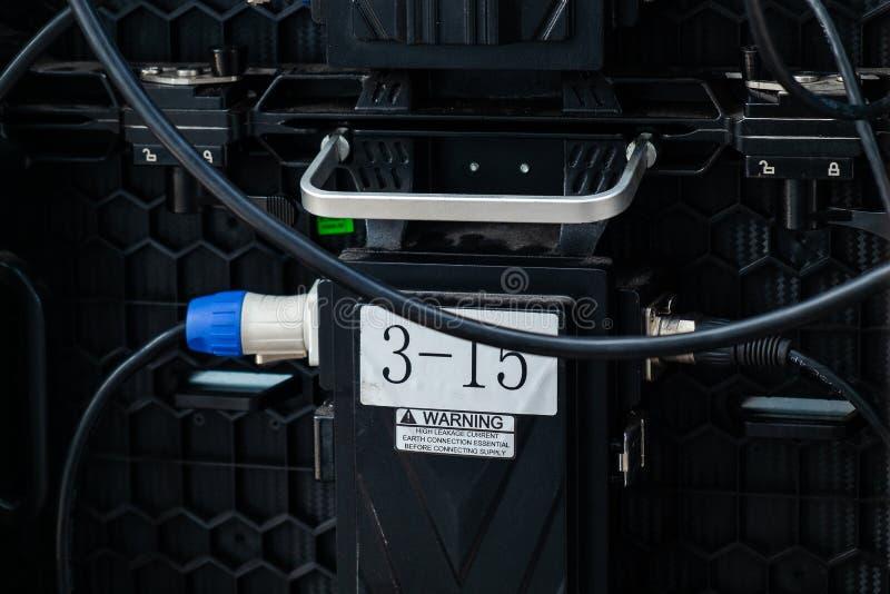 Grandi connettori posteriori del pannello dello schermo di visualizzazione del LED, monitor elettronico moderno dello schermo nel fotografia stock libera da diritti
