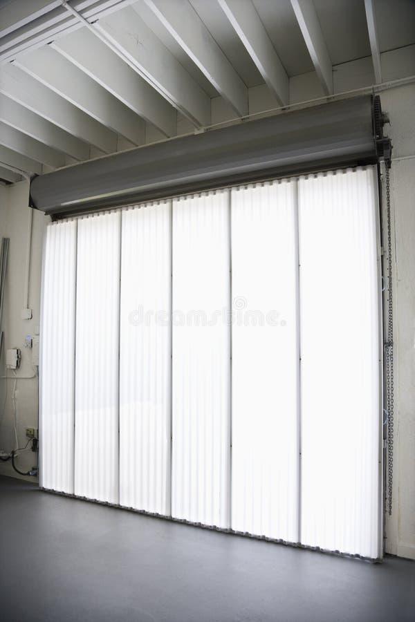 Grandi finestra e ciechi. immagini stock