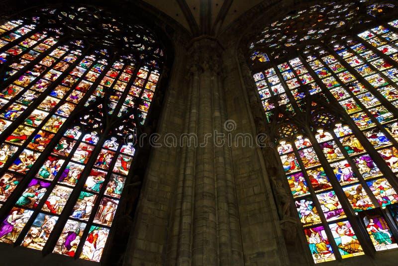 Grandi finestre di vetro macchiate fotografia stock libera da diritti