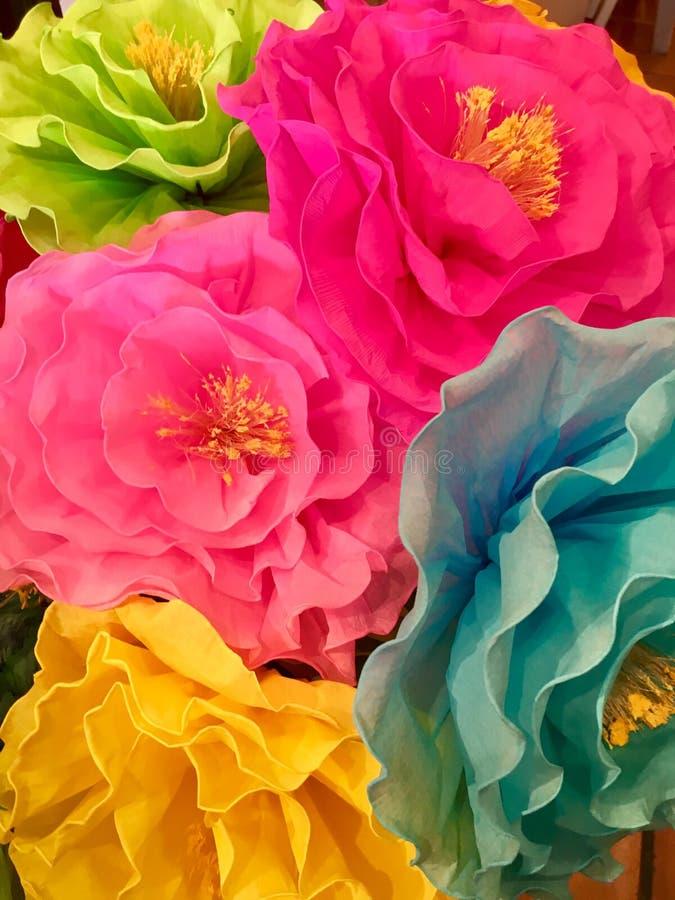 Grandi fiori di carta fotografie stock libere da diritti