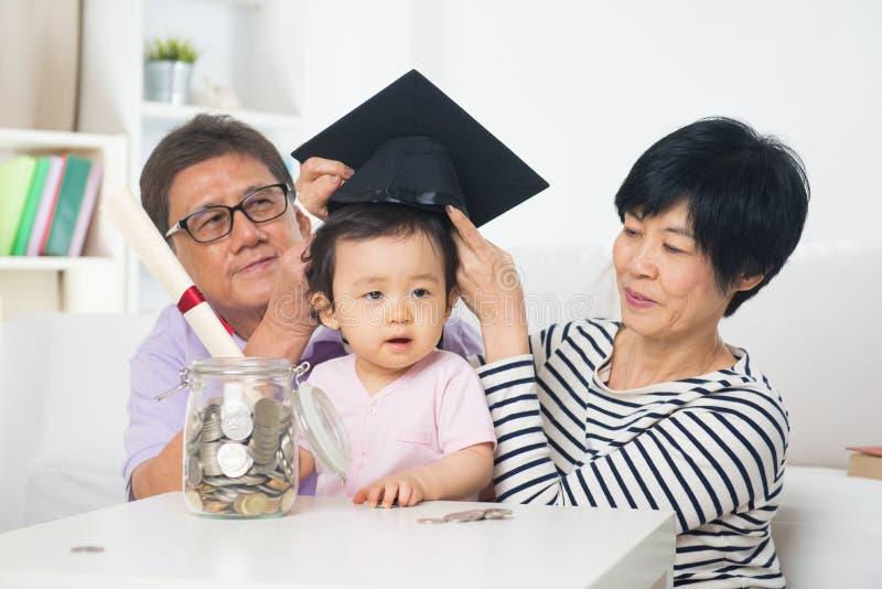 Grandi genitori asiatici con grande daugther fotografia stock libera da diritti