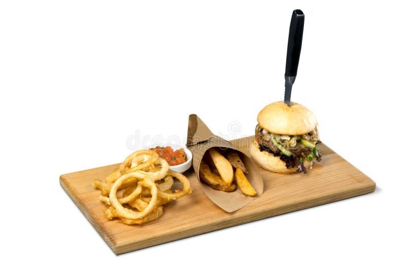 Download Grandi Hamburger, Fritture Della Bistecca Ed Anelli Di Cipolla Sulla A Fotografia Stock - Immagine di grande, francese: 117979138
