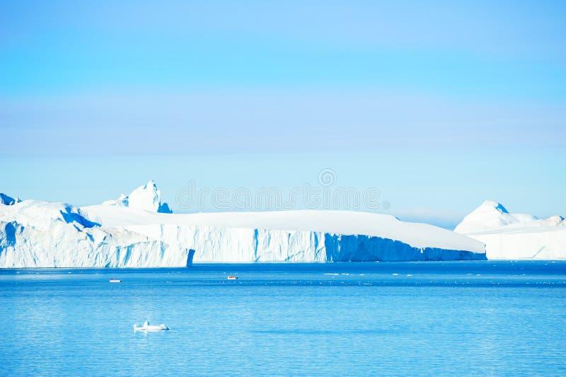 Grandi iceberg nel icefjord di Ilulissat, Groenlandia fotografia stock libera da diritti
