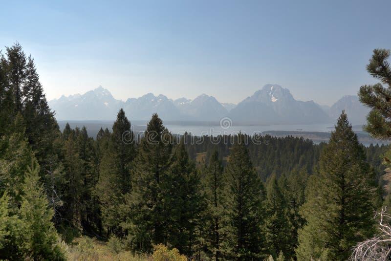 Grandi montagne di Teton e Jackson Lake, WY, U.S.A. fotografia stock libera da diritti